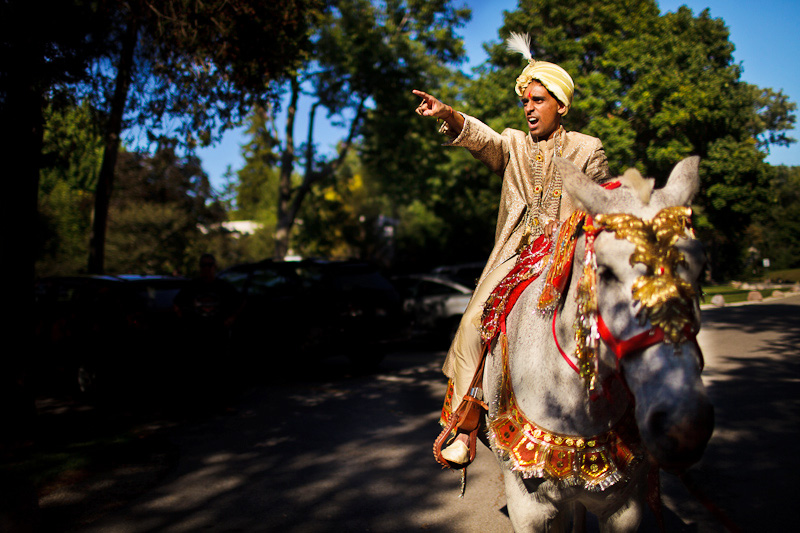 baraat groom pointing